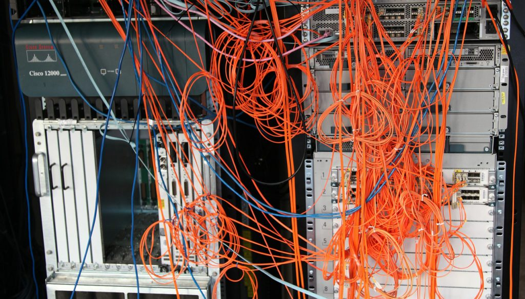 server-rack-441494_1920